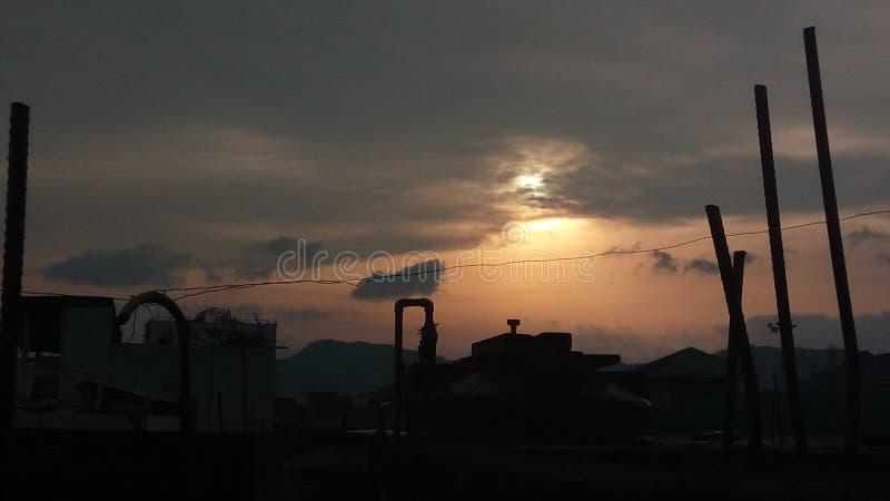 惊奇平衡从我的旅舍的日落视图与自然太阳和云彩 图库摄影
