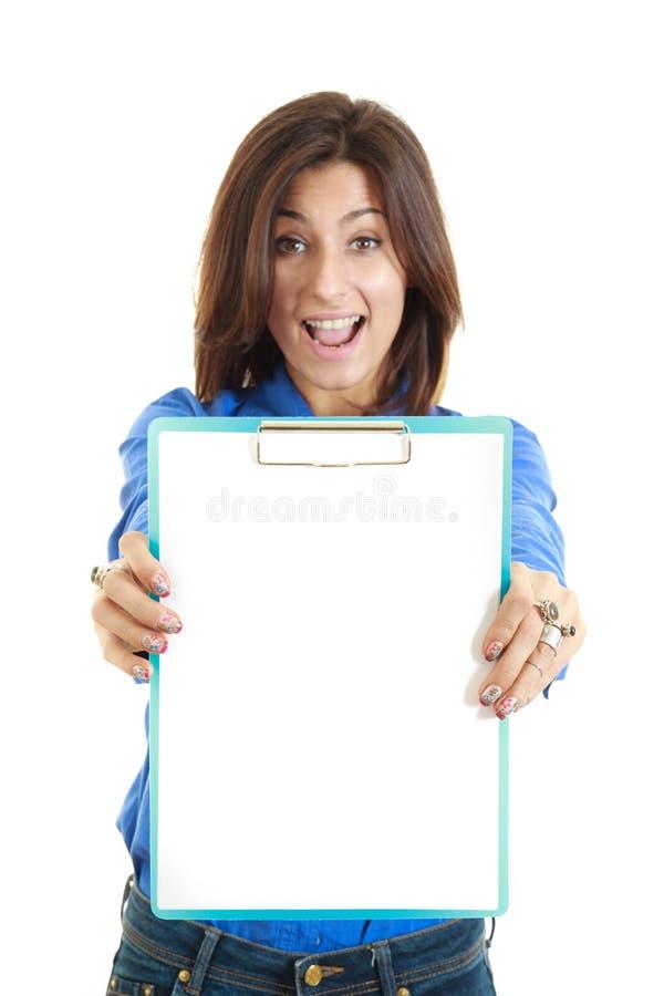 惊奇的女商人举行白色白纸 免版税库存图片