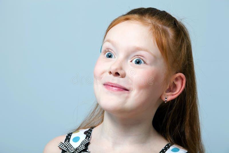 惊奇的女孩头发的纵向红色 免版税库存图片