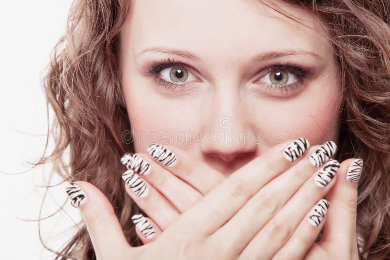 惊奇的妇女面孔,女孩覆盖物嘴 免版税图库摄影