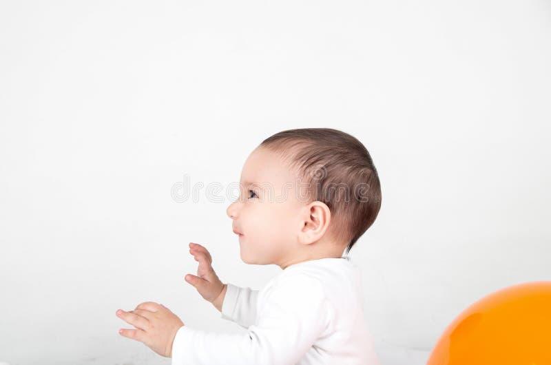 惊奇的逗人喜爱婴孩使用 库存照片