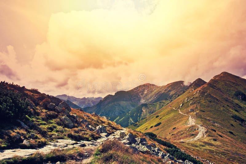幻想和colorfull自然山风景 免版税库存照片
