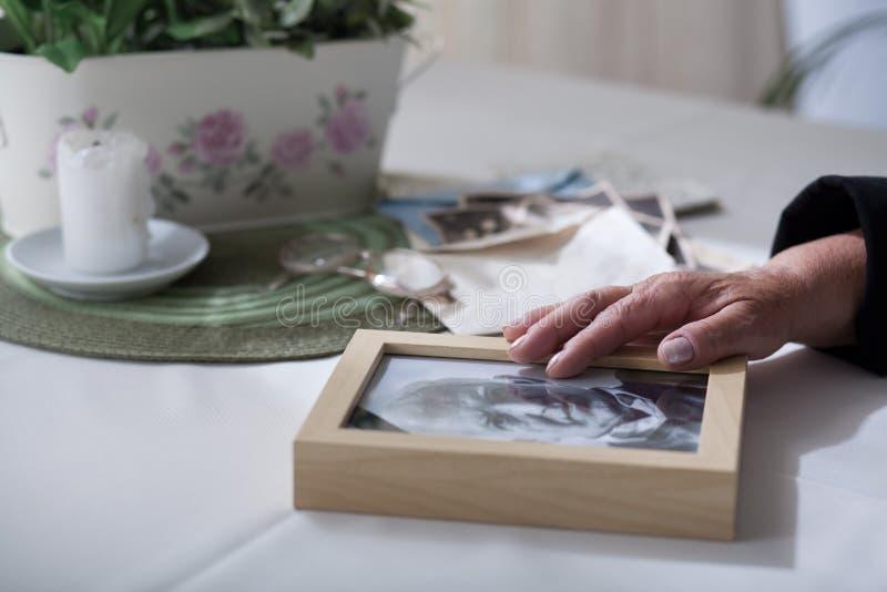 想念一个过世的丈夫 免版税库存照片