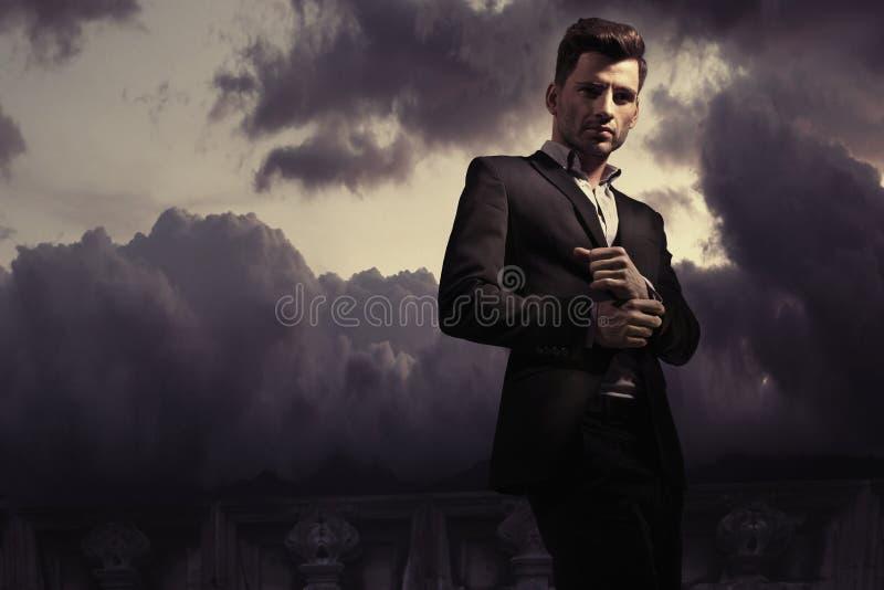 幻想时尚一个英俊的人的样式照片 免版税库存照片