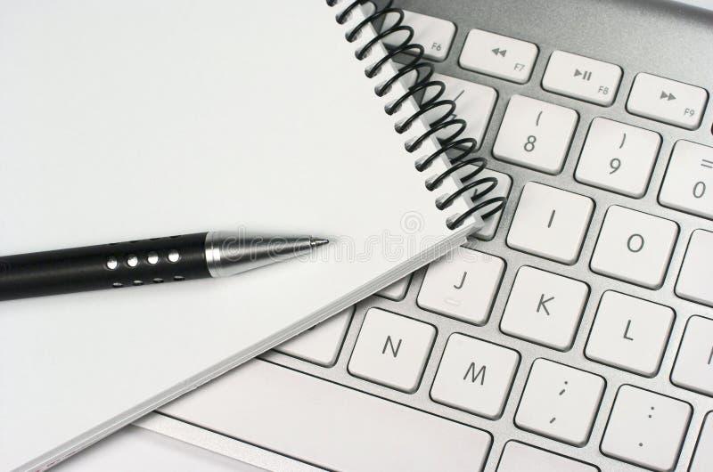 想法。键盘。笔记薄。笔 免版税库存图片