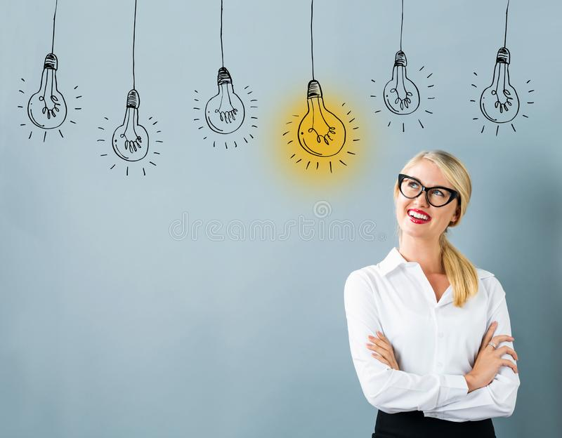 想法与年轻女人的电灯泡 库存照片