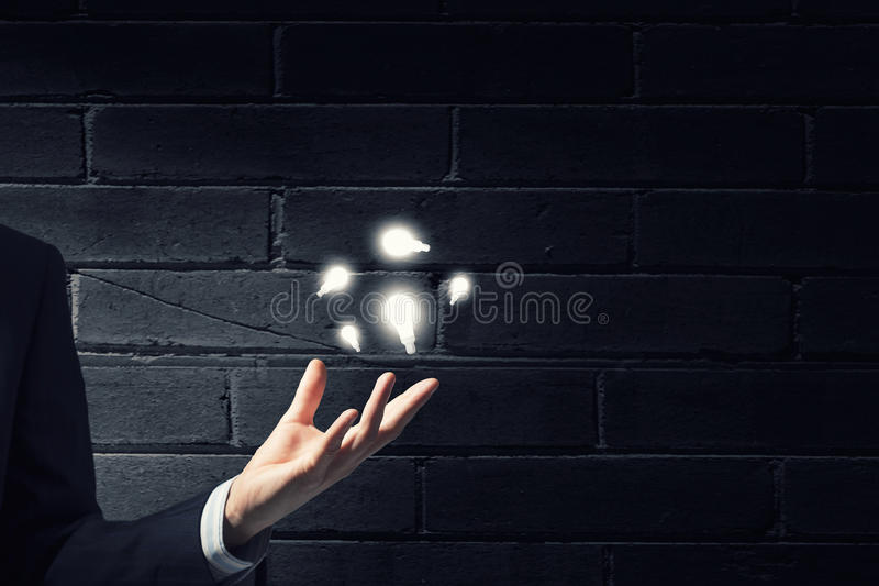 Download 想法在手中 库存照片. 图片 包括有 创造性, 想法, 关闭, 数字式, 能源, bulfinch, 现有量 - 59105562