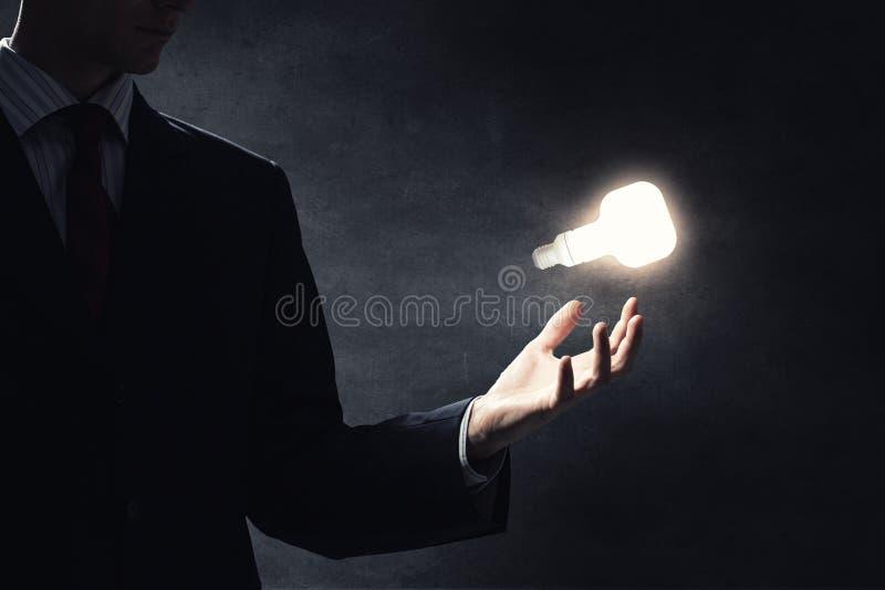 Download 想法在手中 库存照片. 图片 包括有 黑暗, bulfinch, 现有量, 能源, 创造性, 数字式, 关闭 - 59105676