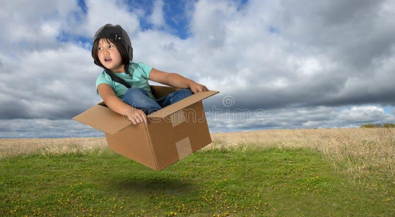 想象力,娱乐时间,乐趣,女孩,飞行 免版税库存图片