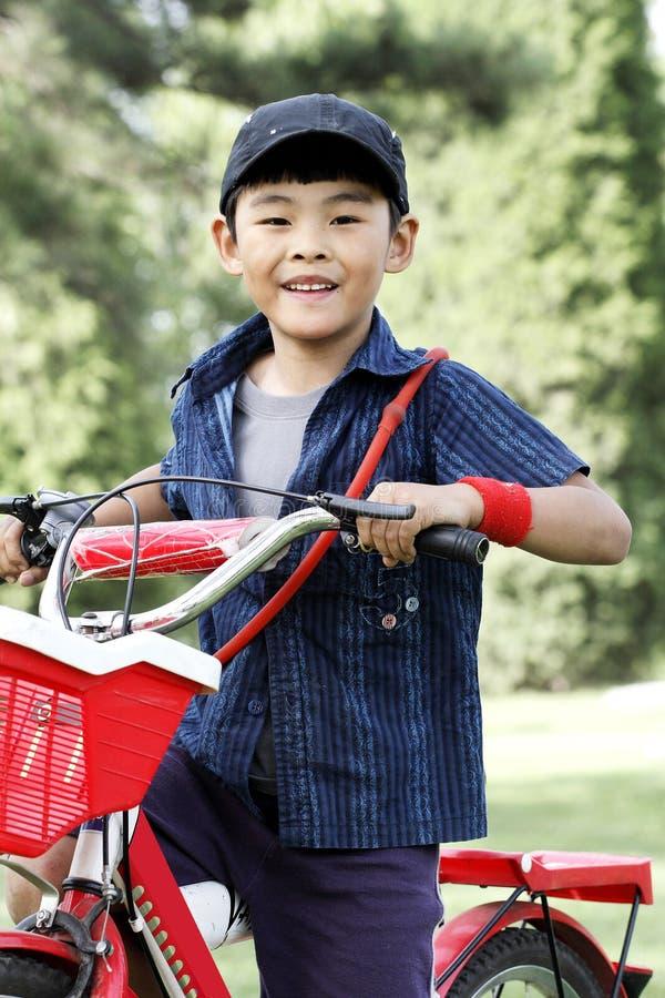 愉快亚裔的男孩 免版税库存图片