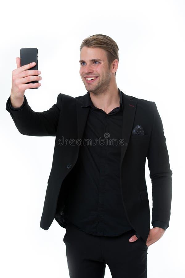 愉快发现您 商人智能手机视讯会议被隔绝的白色 商人微笑的面孔录影电话 库存图片