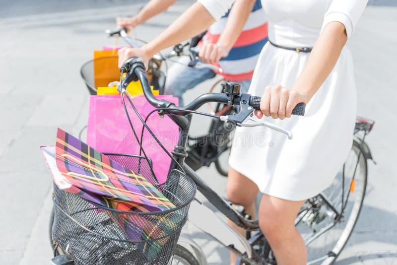 愉快在自行车 免版税库存图片