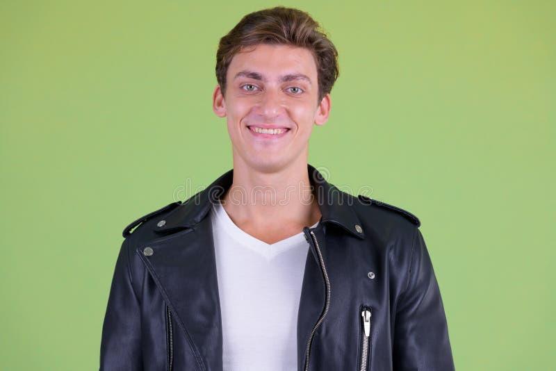 愉快年轻英俊反叛人微笑的面孔 免版税库存图片