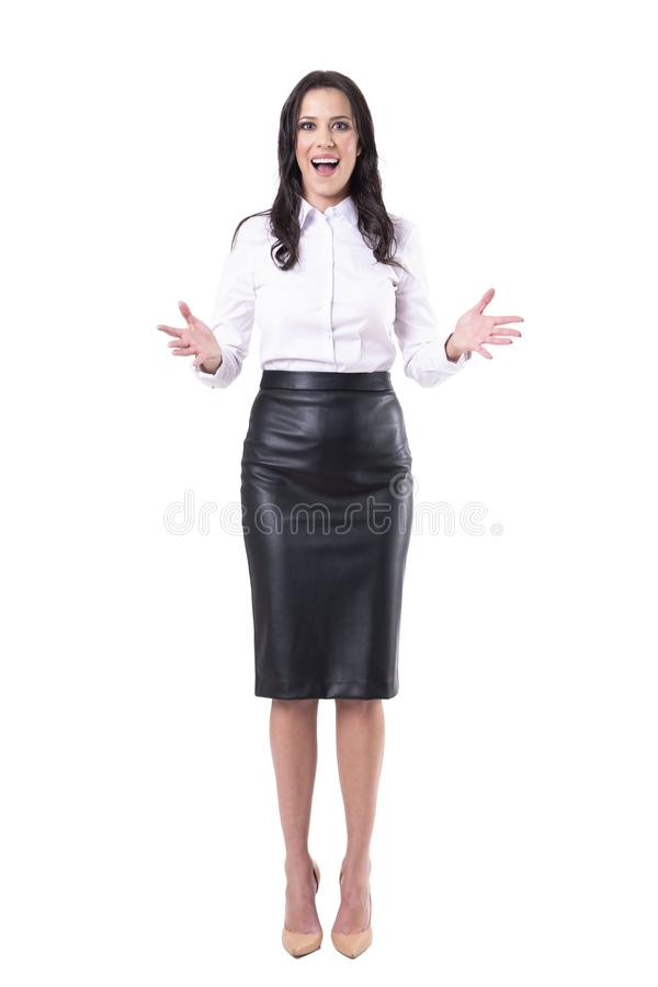 愉快惊奇高兴的欲死欲仙的女商人的问候看您 免版税库存照片