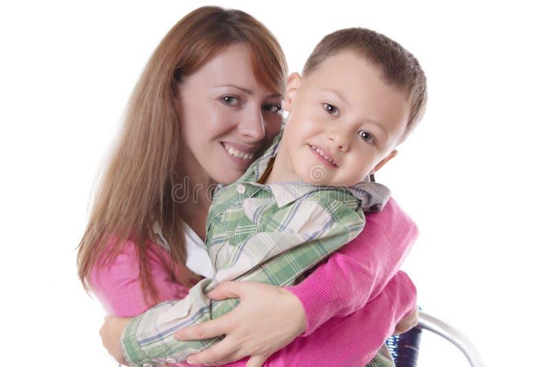 愉快母亲和儿子拥抱 图库摄影