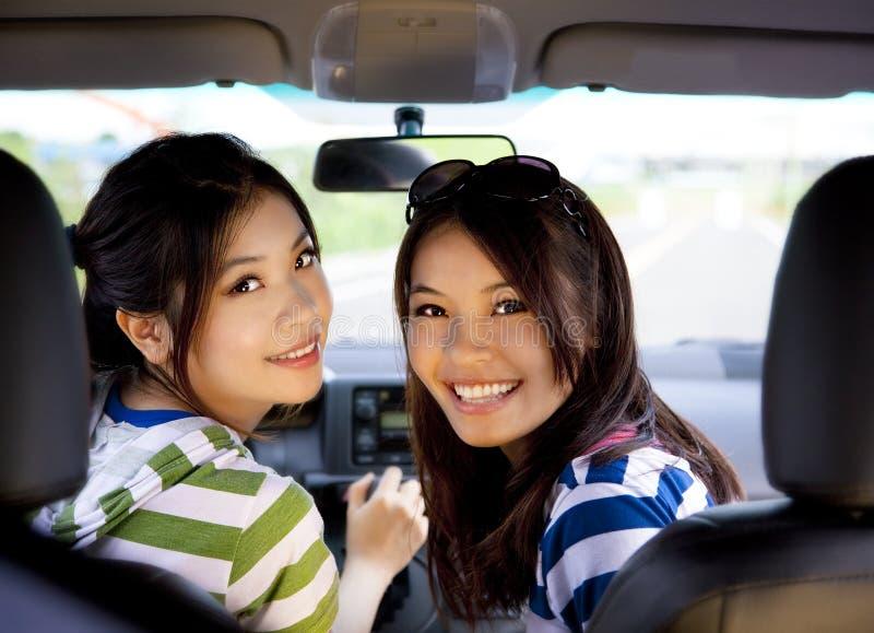 愉快汽车的女孩 免版税库存图片