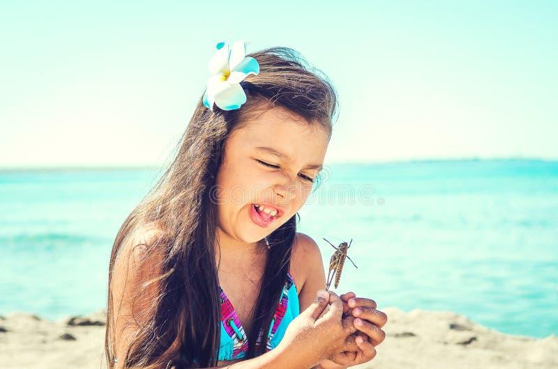 愉快海滩的女孩一点 库存照片