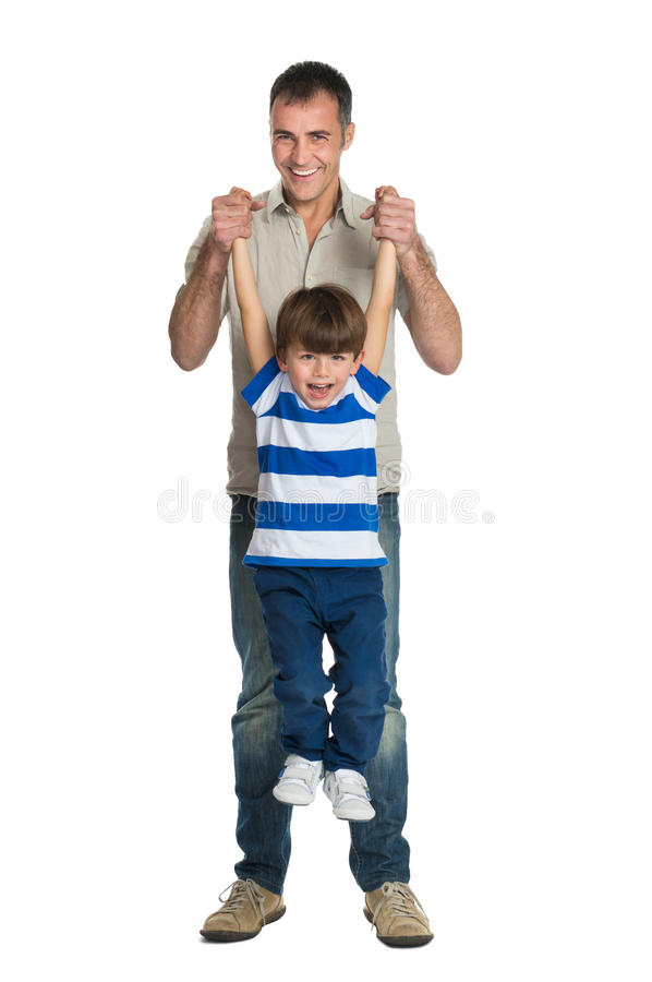 愉快父亲和儿子使用 图库摄影