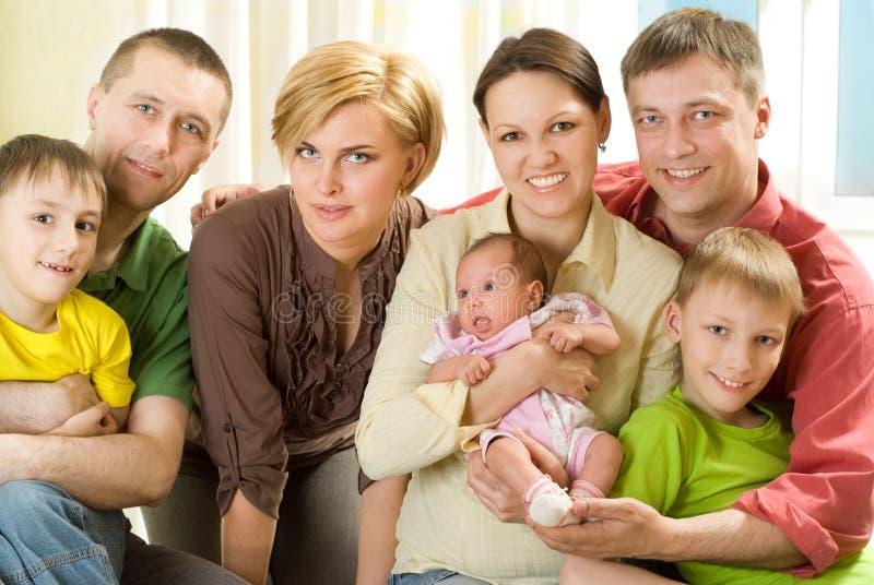 愉快的七口之家人 免版税图库摄影