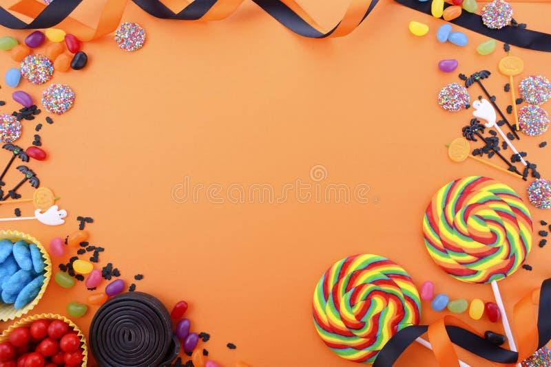 愉快的万圣夜糖果背景 免版税图库摄影