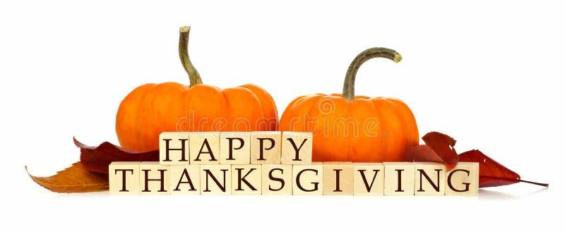 愉快的与秋天装饰的感恩木块在白色 免版税库存图片
