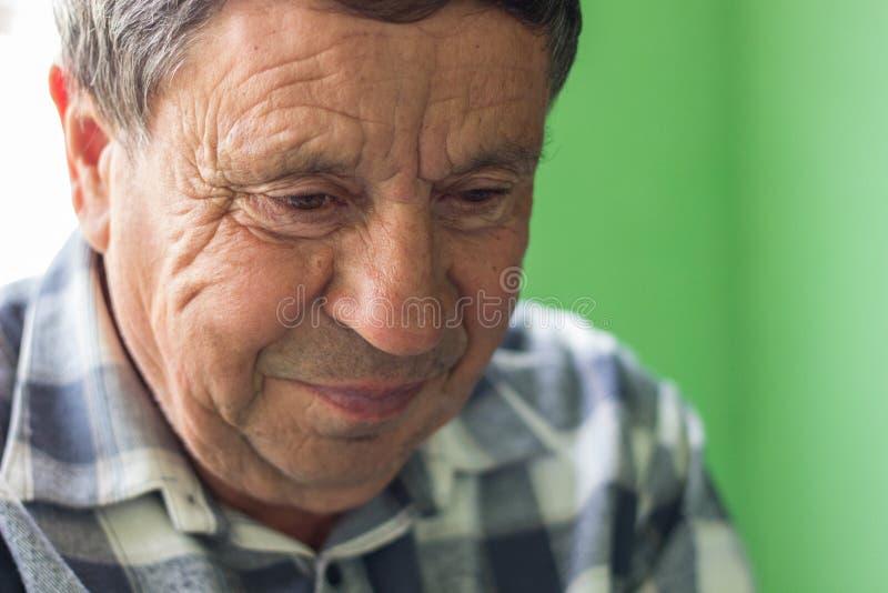 Download 愉快的人前辈 库存照片. 图片 包括有 幸福, ,并且, 白种人, 生活方式, 面部, 发红光的, 表达式 - 72354812