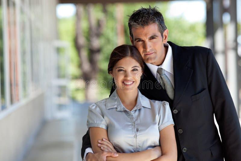 愉快的企业夫妇 免版税库存照片