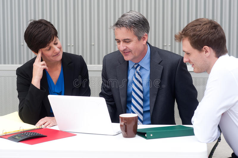 愉快的企业队在办公室 图库摄影