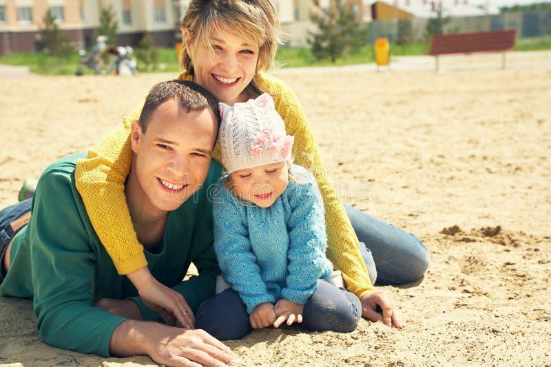 愉快的使用的家庭户外 免版税库存图片