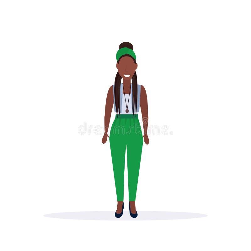 愉快的偶然妇女身分姿势微笑的非裔美国人的母卡通人物全长平的白色背景 皇族释放例证