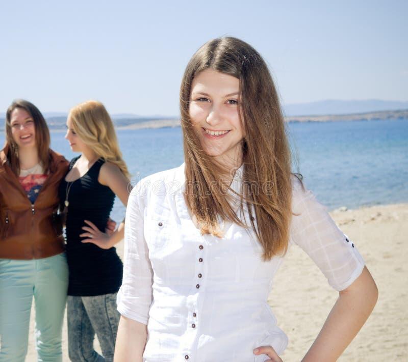愉快的十几岁的女孩 图库摄影