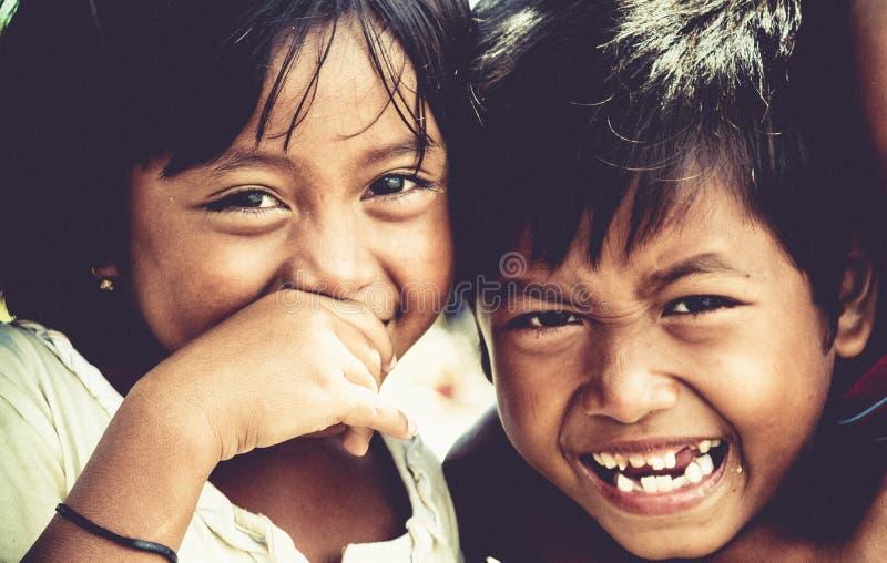 愉快的印度尼西亚兄弟姐妹 库存照片