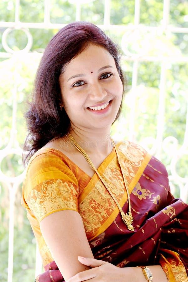 愉快的印第安妇女 免版税图库摄影