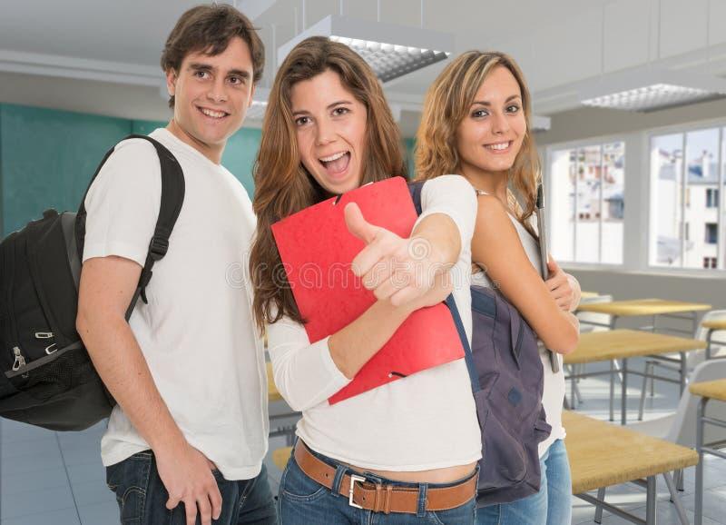 愉快的友好的学生 免版税库存图片