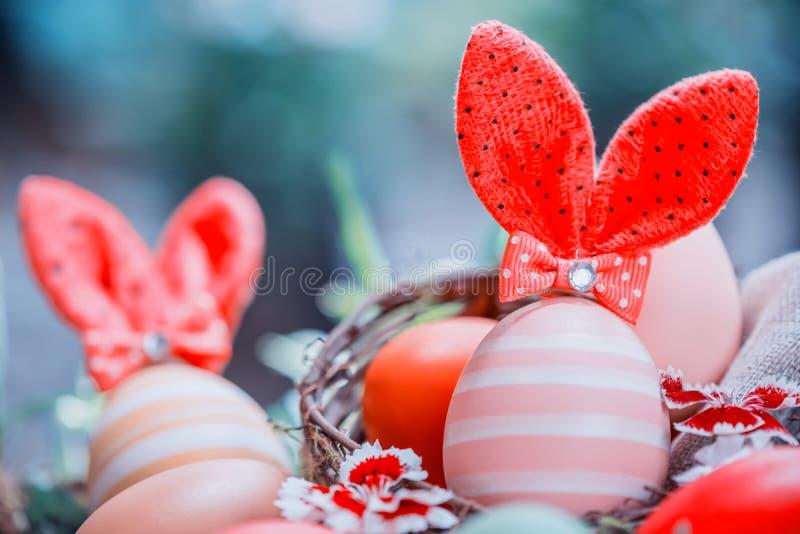 愉快的复活节兔子鸡蛋 免版税库存照片