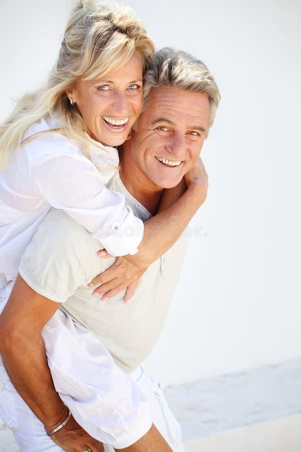 愉快的夫妇成熟 免版税库存图片