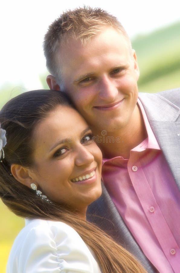 愉快的夫妇纵向 免版税图库摄影