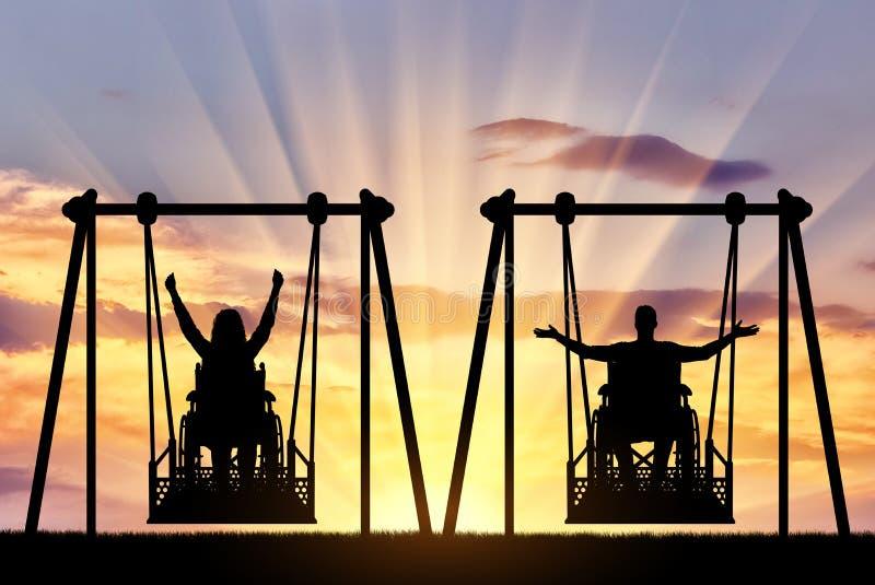 愉快的夫妇,一个人是一废人和残疾妇女一个轮椅的在能适应的摇摆 免版税库存照片
