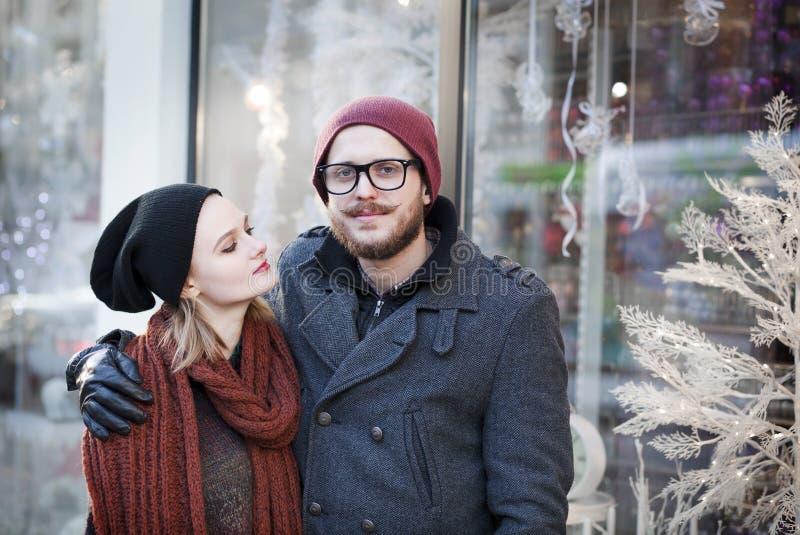 年轻愉快的夫妇 免版税库存照片
