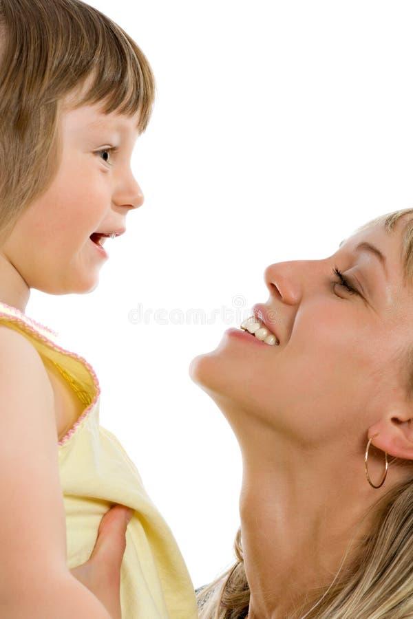 愉快的女儿她的母亲年轻人 库存照片