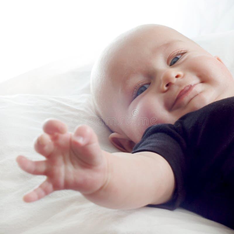 愉快的女婴一点 免版税库存图片