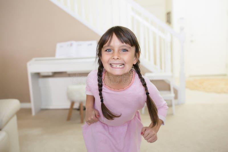 愉快的女孩在家 图库摄影