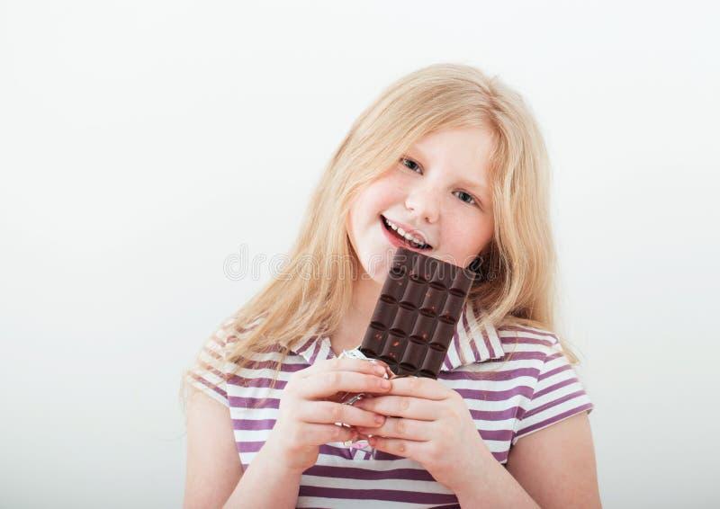 愉快的女孩用巧克力 免版税库存图片