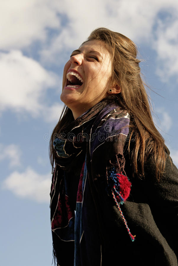 Download 愉快的女孩 库存图片. 图片 包括有 白种人, 相当, 宜人, 微笑, 天空, 皮肤, 室外, 头发, 表面 - 15696901