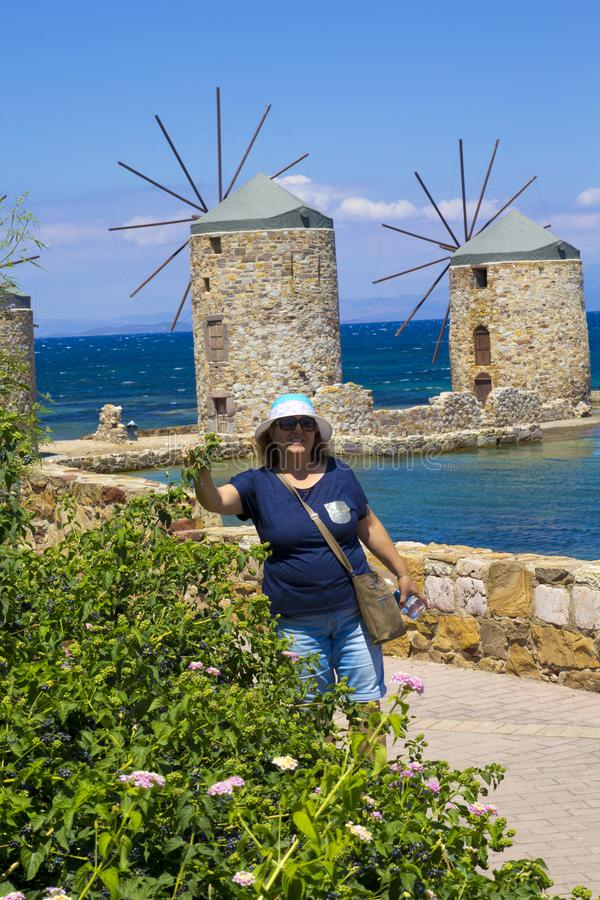 愉快的妇女画象beachin的希腊 库存照片