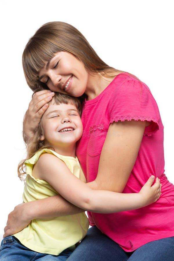 愉快的妈妈和她的孩子,拥抱的女孩,情感,在白色背景 库存照片