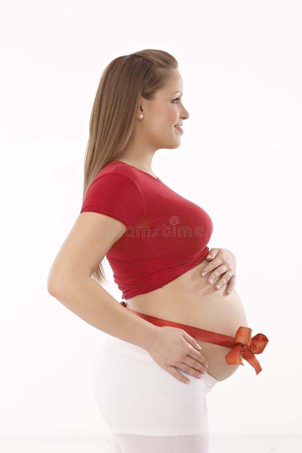 愉快的孕妇侧视图  免版税库存图片