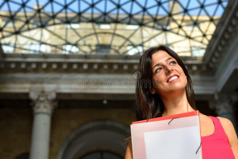 愉快的学生在欧洲学院 库存照片