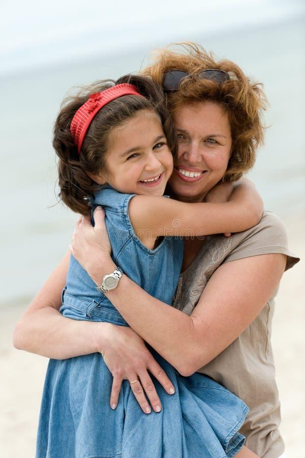 愉快的孩子母亲 免版税库存照片