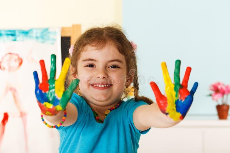 愉快的孩子用被绘的手 免版税图库摄影